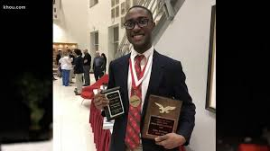 Houston senior makes history as first African-American valedictorian at St. Thomas High in 199-year history